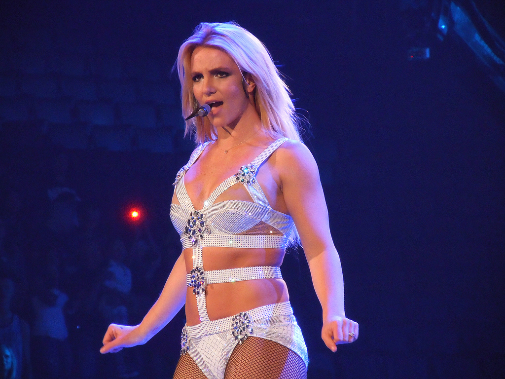 Britney Spears Hot Bikini Pics, Topless Images Gallery