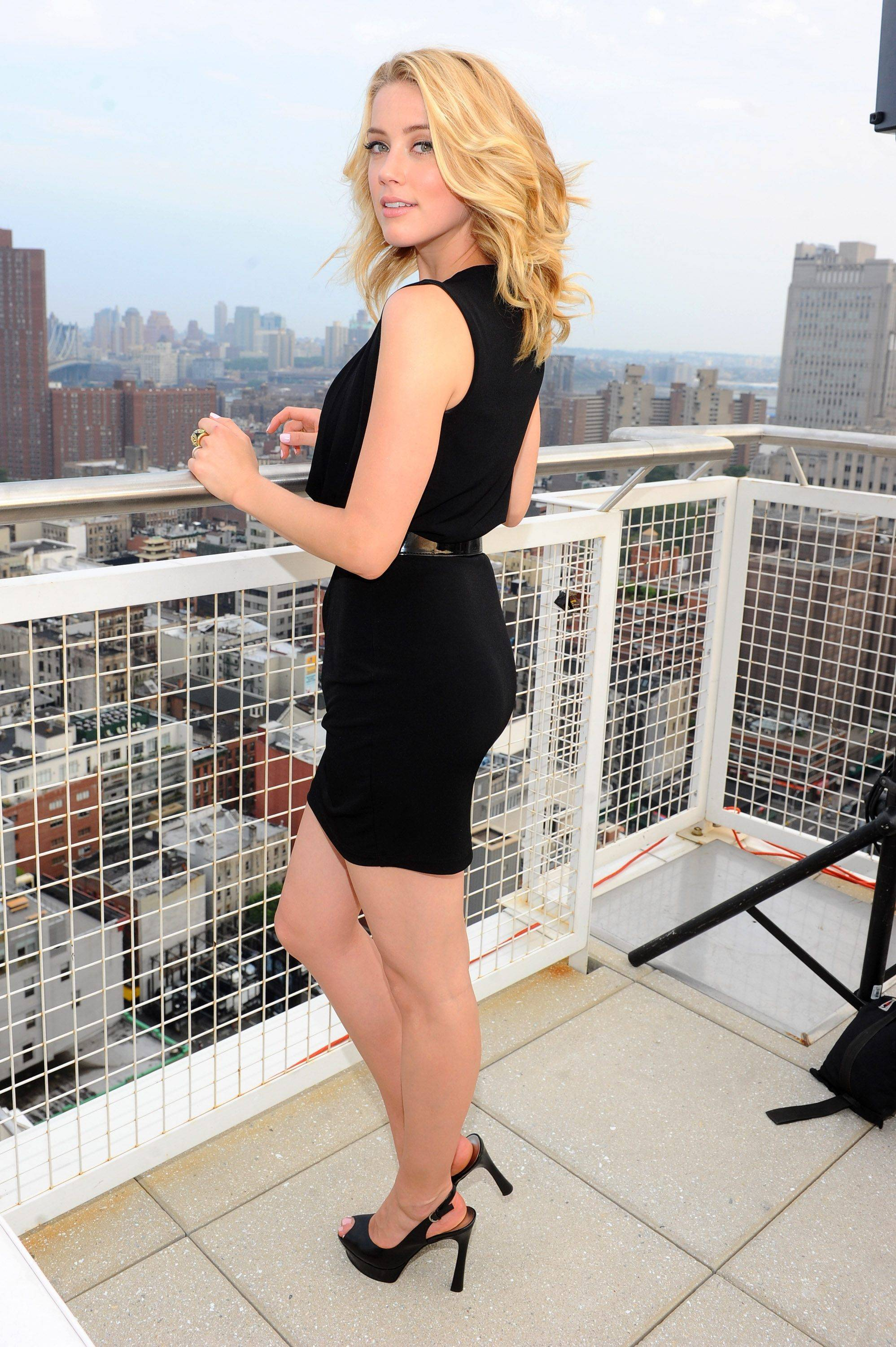 Amber Heard Hot Pictures, Sexy Images & Videos