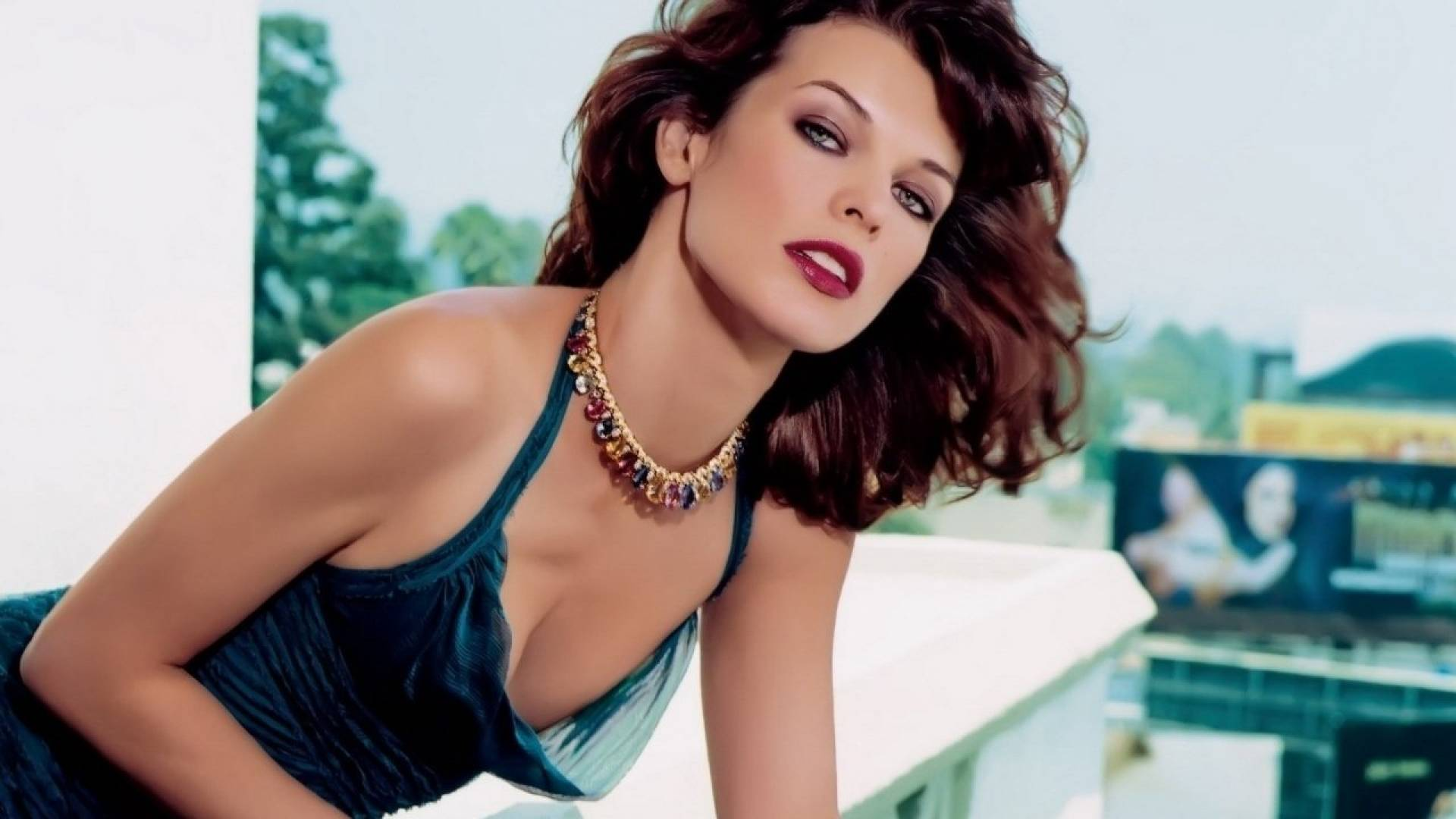 Milla Jovovich Hot Pics, Sexy Topless Images, Videos